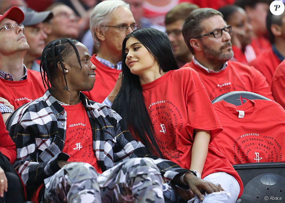 Travis Scott et Kylie Jenner au Toyota Center à Houston. Le 25 avril 2017.