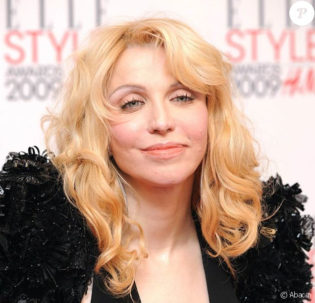 La chanteuse Courtney Love... dans un look très Madonna !