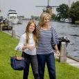 La reine Maxima des Pays-Bas et sa fille la princesse Alexia lors de la traditionnelle séance photo des vacances d'été le 7 juillet 2017 à Warmond.