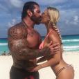 """""""Rich Piana et sa compagne Chanel Jansen en vacances à Cancun, photo Instagram du 26 juin 2017. Le bodybuilder est mort à 46 ans le 25 août 2017."""""""