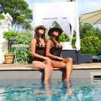 "Karine Ferri prend la pose avec sa ""soeur jumelle"" sur Instagram, en août 2017."