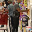 Jeremy Meeks et Chloe Green font des courses dans un supermarché Target à Los Angeles. Le 2 septembre 2017.