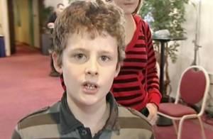 Benjamin, 11 ans, le petit prodige de Nouvelle star... tabassé au collège !
