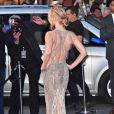 """Jennifer Lawrence, habillée d'une robe Atelier Versace, à l'avant-première de """"Mother !"""" à Londres, le 6 septembre 2017."""