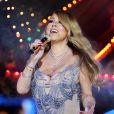 Mariah Carey chante pour l'inauguration des traditionnelles vitrines de Noël des magasins Hudson's Bay à Toronto, Ontario, Canada le 3 novembre 2016.
