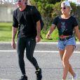 Exclusif - Lady Gaga et son compagnon Christian Carino se promènent le long de la plage dans les Hamptons à New York le 20 juin 2017.