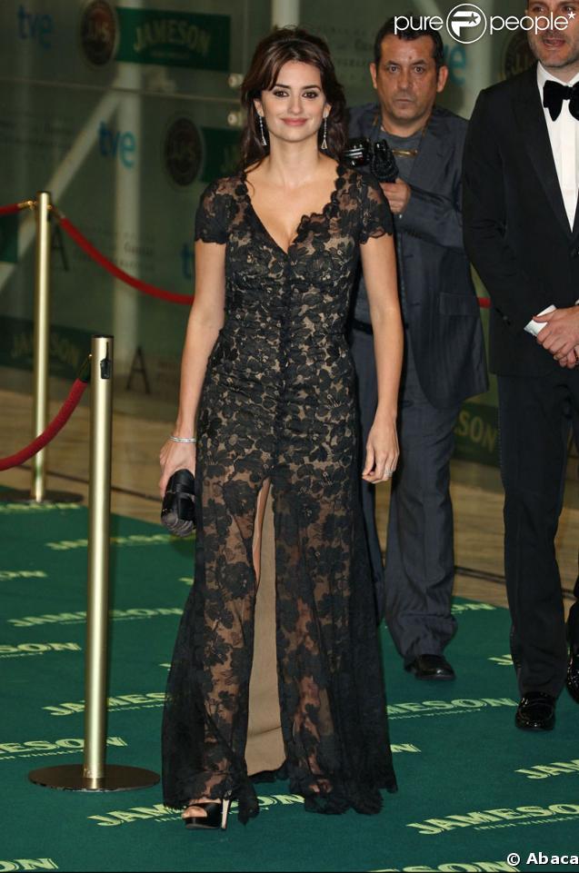 Penélope Cruz lors de la cérémonie des Goya à Madrid, recevant le prix pour son rôle dans Vicky Cristina Barcelona le 1er février 2009