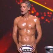 """Antoine de Caunes nu (et canon !) pour la nuit du rugby : """"Il l'a fait !"""""""