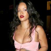 Rihanna : Décolleté renversant et poitrine compressée, elle impose son style