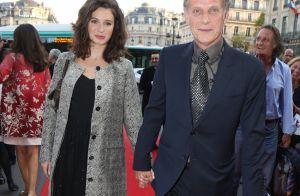 Charles Berling, main dans la main avec sa jeune et talentueuse compagne