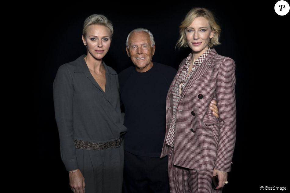 """La princesse Charlene de Monaco et Cate Blanchett entourant Giorgio Armani lors du défilé de mode printemps-été 2018 """"Giorgio Armani"""" à la Fashion Week de Milan le 22 septembre 2017"""
