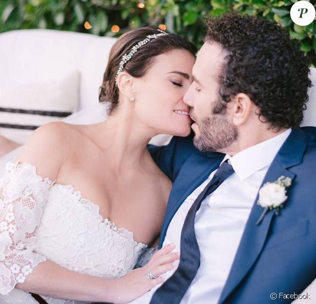 Idina Menzel a épousé son compagnon Aaron Lohr. Septembre 2017