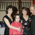 Stéphanie et Michel Fugain avec leurs enfants Marie et Alexis à Paris, le 8 février 2005.