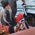 Exclusif - Kylie Jenner et son compagnon Travis Scott sur un bateau au lendemain d'une fête avec des amis à Miami le 7 mai 2017.