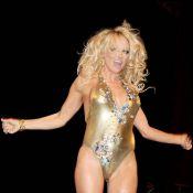 Quand Pamela Anderson défile à moitié nue à la Fashion Week... c'est très vilain !!!