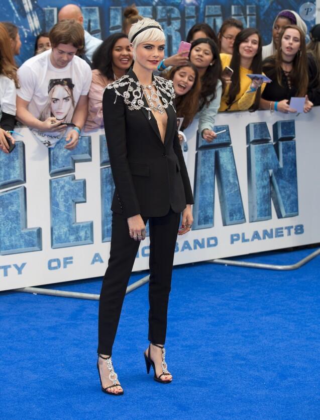 """Cara Delevingne à l'avant-première de """"Valérian et la Cité des mille planètes"""" à Londres, le 24 juillet 2017."""