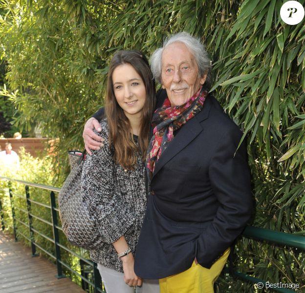 Jean Rochefort et sa fille Clémence - Jour 10 aux Internationaux de France de tennis de Roland Garros lors du match de Jo-Wilfrid Tsonga contre Roger Federer le 4 juin 2013