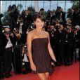 """Emma de Caunes - Montée des marches du film """"Fair Game"""" au Festival de Cannes le 20 mai 2010"""