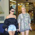 Kim et Kourtney Kardashian se baladent à Calabasas le 9 octobre 2017