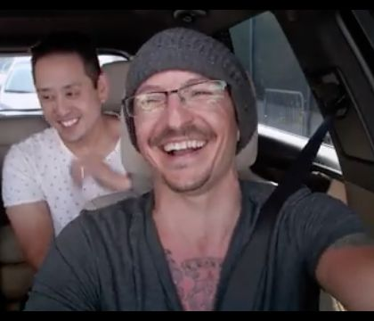 Chester Bennington hilare et chantant en vidéo, une semaine avant son suicide