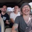 """Chester Bennington avec son groupe Linkin Park et l'acteur Ken Jeong dans l'émission """"Carpool Karaoke"""" enregistrée le 14 juillet 2017. Six jours plus tard, le leader du groupe se donnait la mort."""