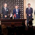 Le prince Frederik de Danemark signe un accord de partenariat entre des entreprises danoises et japonaises à l'Hotel Gajoen Tokyo le 11 octobre 2017. 11/10/2017 - Tokyo