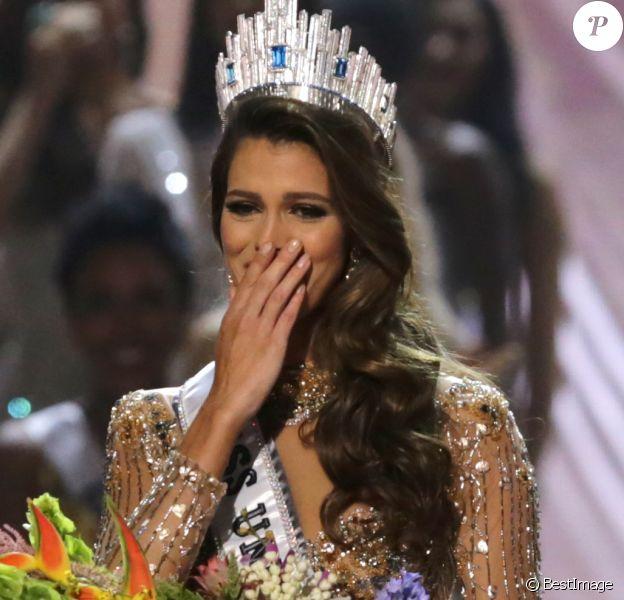 La Française Iris Mittenaere couronnée Miss Univers le 30janvier lors d'un concours télévisé organisé à Manille, aux Philippines le 30 janvier 2017. © Linus Guardian Escandor Ii via ZUMA Wire / Bestimage