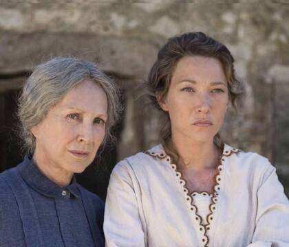"""Laura Smet et sa mère Nathalie Baye s'entendent """"peut-être mieux au travail"""""""