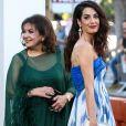 """Baria Alamuddin et sa fille Amal Clooneyà la première de """"Suburbicon"""" au théâtre Regency Village à Westwood, le 22 octobre 2017"""