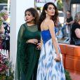 """Baria Alamuddin et Amal Clooneyà la première de """"Suburbicon"""" au théâtre Regency Village à Westwood, le 22 octobre 2017"""