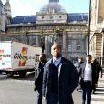 Le rappeur Rohff quitte le tribunal après l'annonce du verdict : 5 ans de prison pour violences dans une boutique de son rival Booba le 27 octobre 2017.