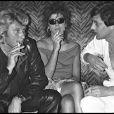 Archives - Johnny Hallyday célébrant ses 37 ans avec Jean-Claude Camus à Paris le 17 juin 1980