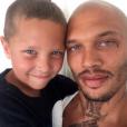 """""""Jeremy Meeks a publié une photo de lui avec son fils sur sa page Instagram, le 6 juillet 2016"""""""