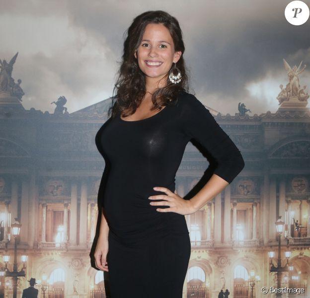 Exclusif - Lucie Lucas, enceinte, au vernissage de l'exposition de l'artiste photographe Ludovic Baron à la galerie de l'Opéra Garnier à Paris, France, le 19 octobre 2017. © Veeren/Bestimage