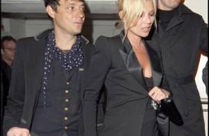 Kate Moss très amoureuse a oublié... sa robe ! Mais quelle élégance !