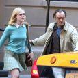 """Elle Fanning et Jude Law sur le tournage de """"A Rainy Day in New York"""" de Woody Allen, à New York le 19 octobre 2017."""
