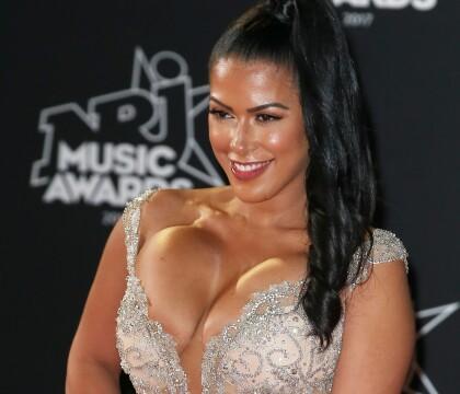 Ayem Nour ultra décolletée aux NRJ Music Awards : Elle n'assume pas totalement !