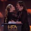 Kate Winslet, tout excitée, embrasse son actrice préférée sur la bouche