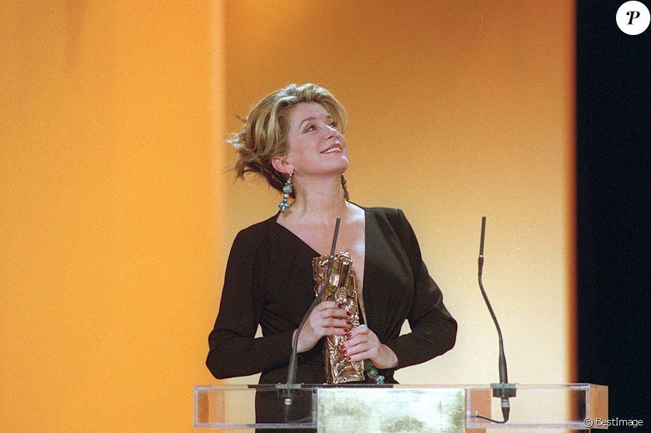 Catherine Deneuve aux César 2000.