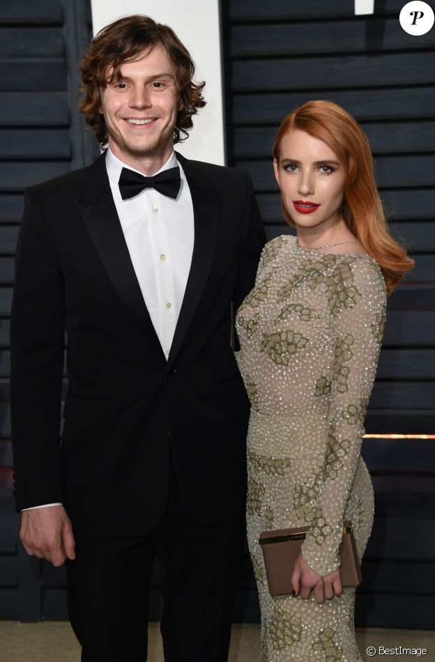 Evan Peters et sa fiancée Emma Roberts - Vanity Fair Oscar viewing party 2017 au Wallis Annenberg Center for the Performing Arts à Beverly Hills, le 26 février 2017. © Chris Delmas/Bestimage