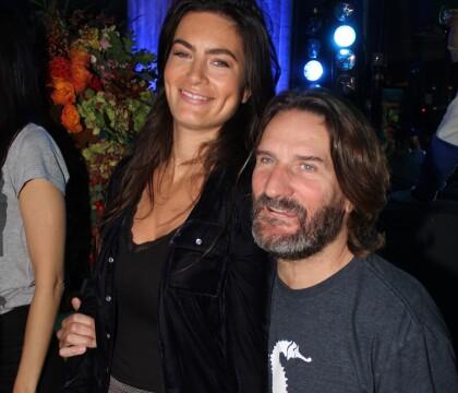 Frédéric Beigbeder et sa femme Lara en soirée au Flore pour un prix