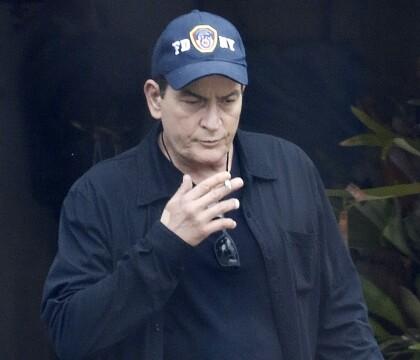 Charlie Sheen a-t-il violé un garçon de 13 ans ? La mère de la victime balance