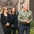 Exclusif - Harrison Ford et sa femme Calista Flockhart avec leur fils Liam sont allés en famille au théâtre Pantages à Los Angeles, le 12 novembre 2017