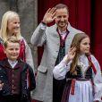 Le prince Haakon, la princesse Mette-Marit, leurs enfants le prince Sverre Magnus et la princesse Ingrid Alexandra de Norvège célèbrent la Fête Nationale norvégienne dans la résidence Skaugum à Oslo, le 17 mai 2017.17/05/2017 - Oslo