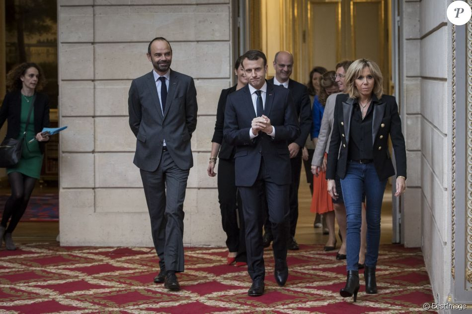 Le président Emmanuel Macron, sa femme la Première Dame Brigitte Macron et le premier ministre Edouard Philippe reçoivent des personnalités à l'Elysée à l'occasion de la Journée internationale pour l'élimination des violences faites aux femmes à Paris le 25 novembre 2017. © Zihnioglu Kamil / Pool / Bestimage