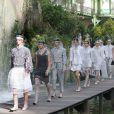 """Défilé de mode """"Chanel"""", collection prêt-à-porter printemps-été 2018 au Grand Palais à Paris le 3 octobre 2017."""