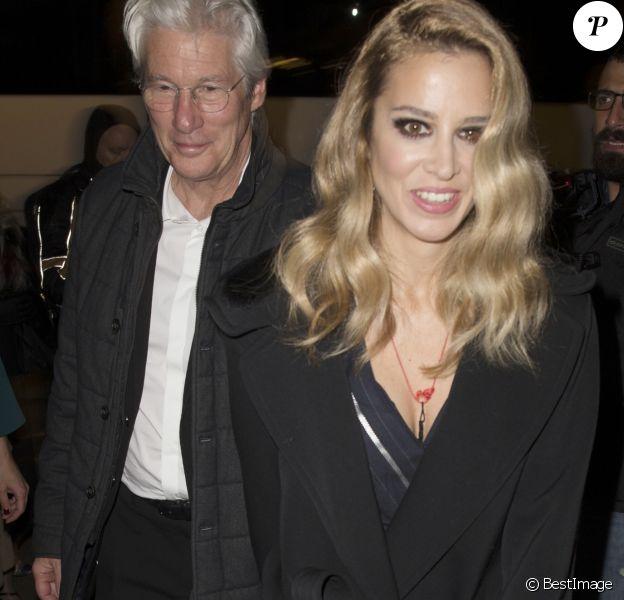 """Richard Gere et sa compagne Alejandra Silva - Arrivées à la soirée """"Harper's Bazaar Awards"""" à Madrid. Le 30 novembre 2017"""
