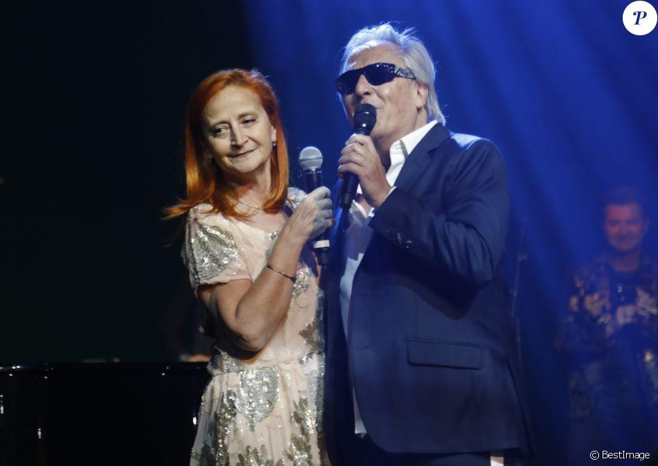 Exclusif - Gilbert Montagné et sa femme Nikole - Gilbert Montagné chante Bécaud et Montagné aux Folies Bergère à Paris le 5 décembre 2017. © Marc Ausset- Lacroix / Bestimage