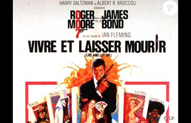 """Roger Moore est James Bond dans """"Vivre ou laisser mourir"""" en 1973."""