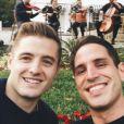 Robbie Rogers et Greg Berlanti posent sur Instagram, le 31 décembre 2016